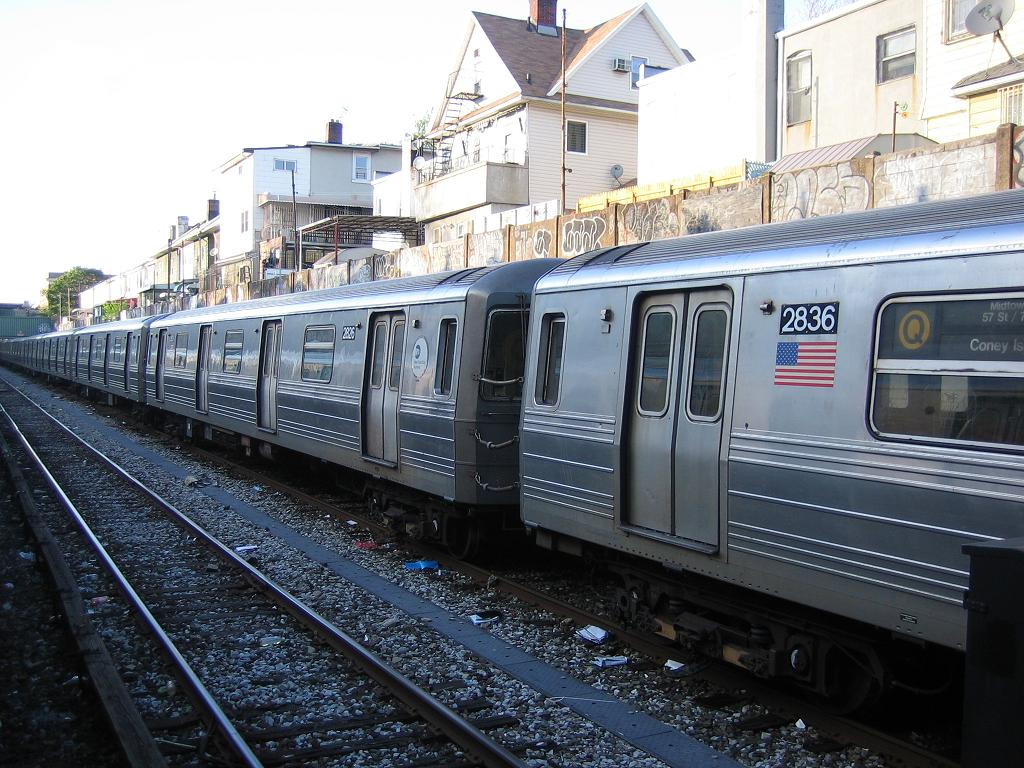 (158k, 1024x768)<br><b>Country:</b> United States<br><b>City:</b> New York<br><b>System:</b> New York City Transit<br><b>Line:</b> BMT Sea Beach Line<br><b>Location:</b> Avenue U <br><b>Route:</b> Q<br><b>Car:</b> R-68 (Westinghouse-Amrail, 1986-1988)  2826 <br><b>Photo by:</b> Michael Hodurski<br><b>Date:</b> 5/20/2006<br><b>Viewed (this week/total):</b> 2 / 2405