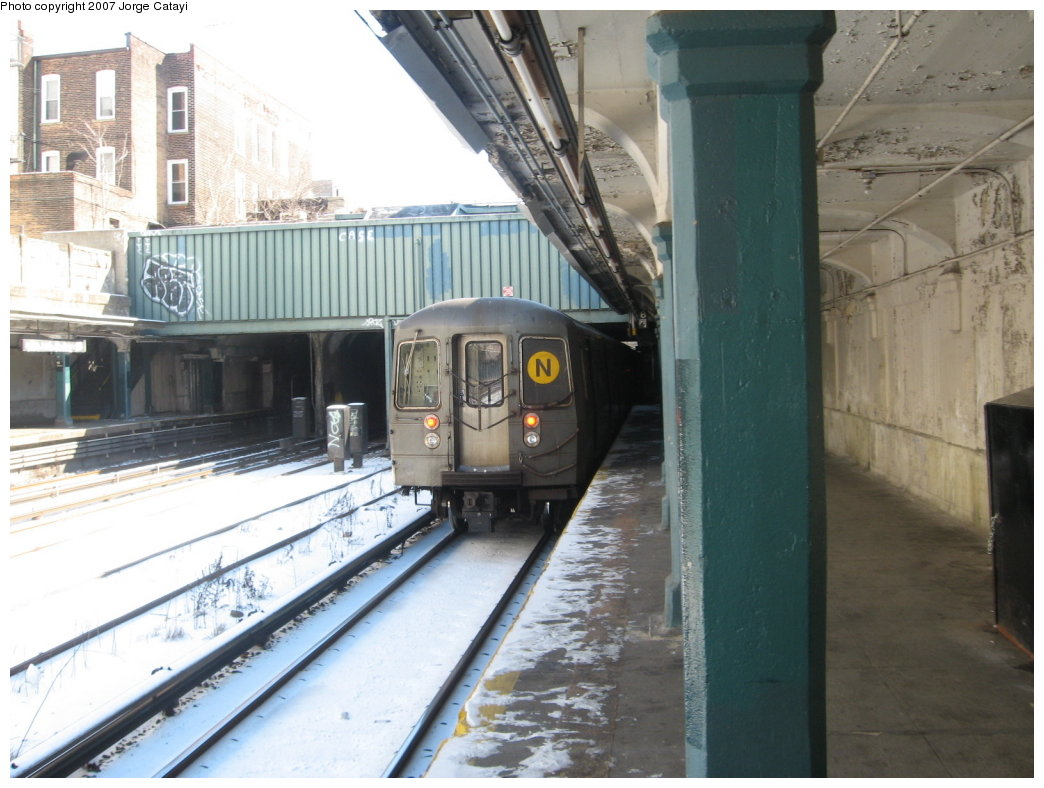 (162k, 1044x788)<br><b>Country:</b> United States<br><b>City:</b> New York<br><b>System:</b> New York City Transit<br><b>Line:</b> BMT Sea Beach Line<br><b>Location:</b> 18th Avenue <br><b>Route:</b> N<br><b>Car:</b> R-68A (Kawasaki, 1988-1989)  5062 <br><b>Photo by:</b> Jorge Catayi<br><b>Date:</b> 2/15/2007<br><b>Viewed (this week/total):</b> 0 / 2194