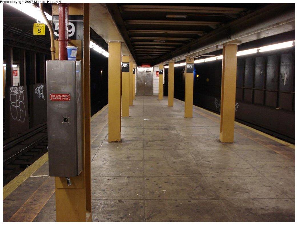 (148k, 1044x788)<br><b>Country:</b> United States<br><b>City:</b> New York<br><b>System:</b> New York City Transit<br><b>Line:</b> BMT 4th Avenue<br><b>Location:</b> 59th Street <br><b>Photo by:</b> Michael Hodurski<br><b>Date:</b> 2/21/2007<br><b>Notes:</b> Platform view.<br><b>Viewed (this week/total):</b> 0 / 2155