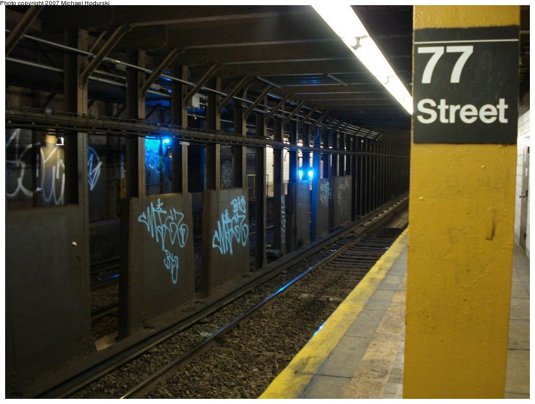 (149k, 1044x788)<br><b>Country:</b> United States<br><b>City:</b> New York<br><b>System:</b> New York City Transit<br><b>Line:</b> BMT 4th Avenue<br><b>Location:</b> 77th Street <br><b>Photo by:</b> Michael Hodurski<br><b>Date:</b> 2/21/2007<br><b>Notes:</b> Platform view.<br><b>Viewed (this week/total):</b> 0 / 3170