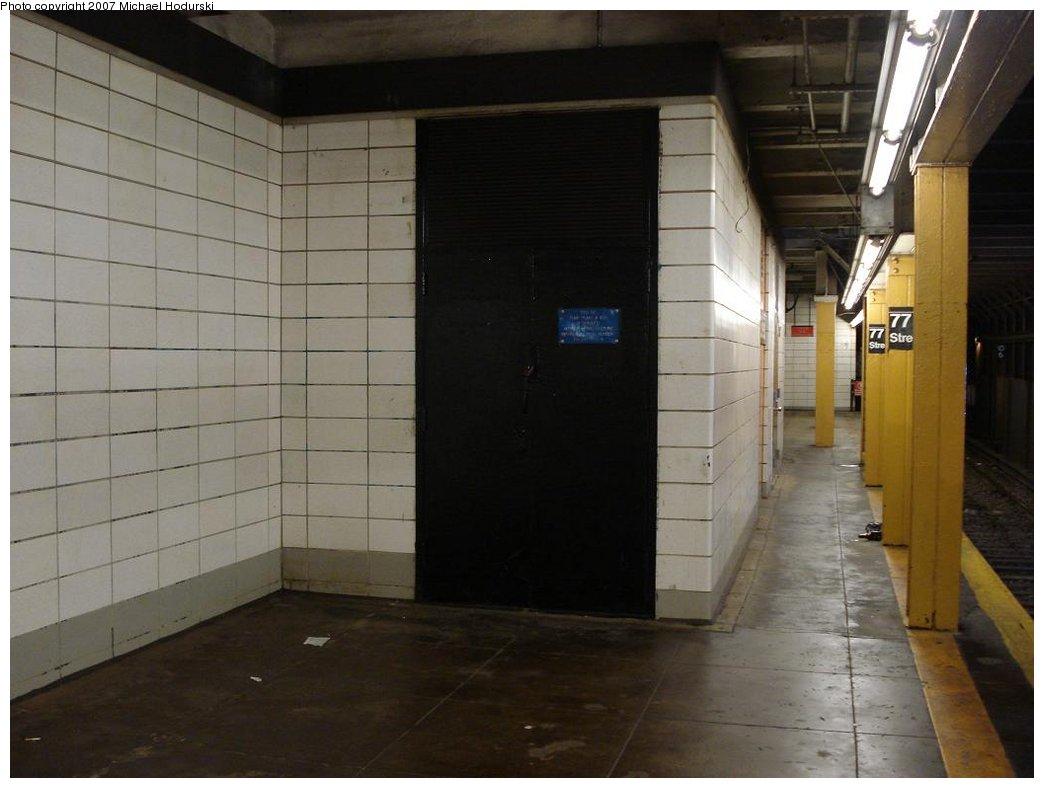 (130k, 1044x788)<br><b>Country:</b> United States<br><b>City:</b> New York<br><b>System:</b> New York City Transit<br><b>Line:</b> BMT 4th Avenue<br><b>Location:</b> 77th Street <br><b>Photo by:</b> Michael Hodurski<br><b>Date:</b> 2/21/2007<br><b>Notes:</b> Northbound platform.<br><b>Viewed (this week/total):</b> 1 / 1742