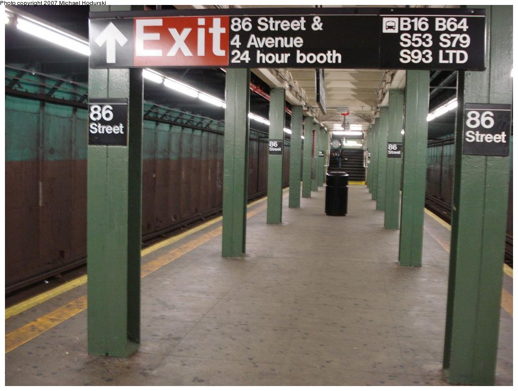 (151k, 1044x788)<br><b>Country:</b> United States<br><b>City:</b> New York<br><b>System:</b> New York City Transit<br><b>Line:</b> BMT 4th Avenue<br><b>Location:</b> 86th Street <br><b>Photo by:</b> Michael Hodurski<br><b>Date:</b> 2/21/2007<br><b>Notes:</b> Platform view.<br><b>Viewed (this week/total):</b> 0 / 2270