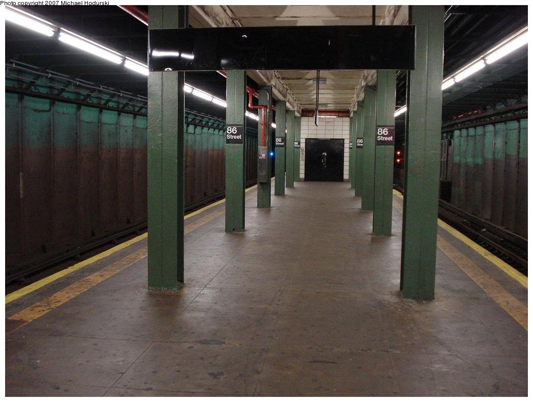 (142k, 1044x788)<br><b>Country:</b> United States<br><b>City:</b> New York<br><b>System:</b> New York City Transit<br><b>Line:</b> BMT 4th Avenue<br><b>Location:</b> 86th Street <br><b>Photo by:</b> Michael Hodurski<br><b>Date:</b> 2/21/2007<br><b>Notes:</b> Platform view.<br><b>Viewed (this week/total):</b> 0 / 1936