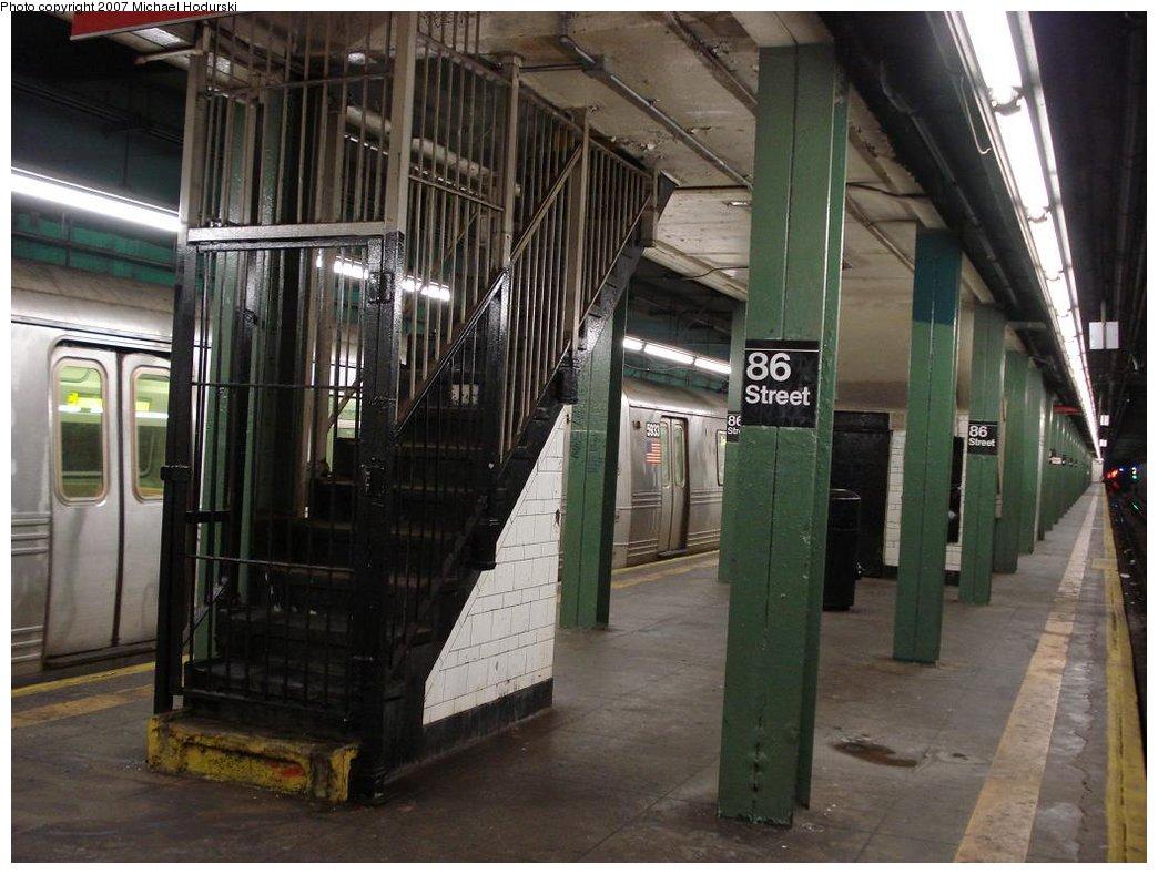 (176k, 1044x788)<br><b>Country:</b> United States<br><b>City:</b> New York<br><b>System:</b> New York City Transit<br><b>Line:</b> BMT 4th Avenue<br><b>Location:</b> 86th Street <br><b>Photo by:</b> Michael Hodurski<br><b>Date:</b> 2/21/2007<br><b>Notes:</b> Platform view with closed stairwell.<br><b>Viewed (this week/total):</b> 1 / 2528