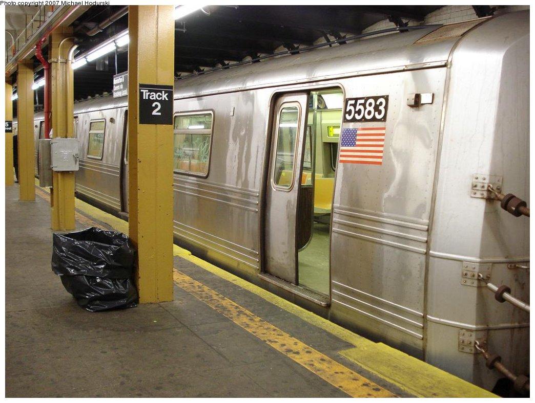 (175k, 1044x788)<br><b>Country:</b> United States<br><b>City:</b> New York<br><b>System:</b> New York City Transit<br><b>Line:</b> BMT 4th Avenue<br><b>Location:</b> 95th Street/Fort Hamilton <br><b>Route:</b> R<br><b>Car:</b> R-46 (Pullman-Standard, 1974-75) 5583 <br><b>Photo by:</b> Michael Hodurski<br><b>Date:</b> 2/21/2007<br><b>Viewed (this week/total):</b> 2 / 3330