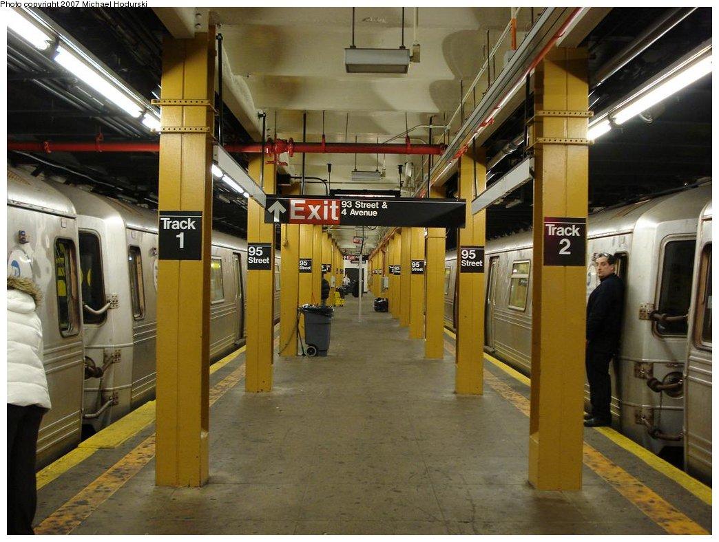 (182k, 1044x788)<br><b>Country:</b> United States<br><b>City:</b> New York<br><b>System:</b> New York City Transit<br><b>Line:</b> BMT 4th Avenue<br><b>Location:</b> 95th Street/Fort Hamilton <br><b>Photo by:</b> Michael Hodurski<br><b>Date:</b> 2/21/2007<br><b>Notes:</b> Platform view.<br><b>Viewed (this week/total):</b> 2 / 3223