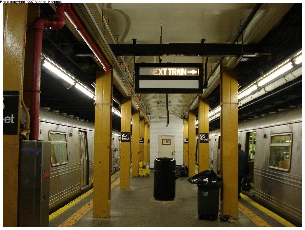 (166k, 1044x788)<br><b>Country:</b> United States<br><b>City:</b> New York<br><b>System:</b> New York City Transit<br><b>Line:</b> BMT 4th Avenue<br><b>Location:</b> 95th Street/Fort Hamilton <br><b>Photo by:</b> Michael Hodurski<br><b>Date:</b> 2/21/2007<br><b>Notes:</b> Platform view.<br><b>Viewed (this week/total):</b> 0 / 2554