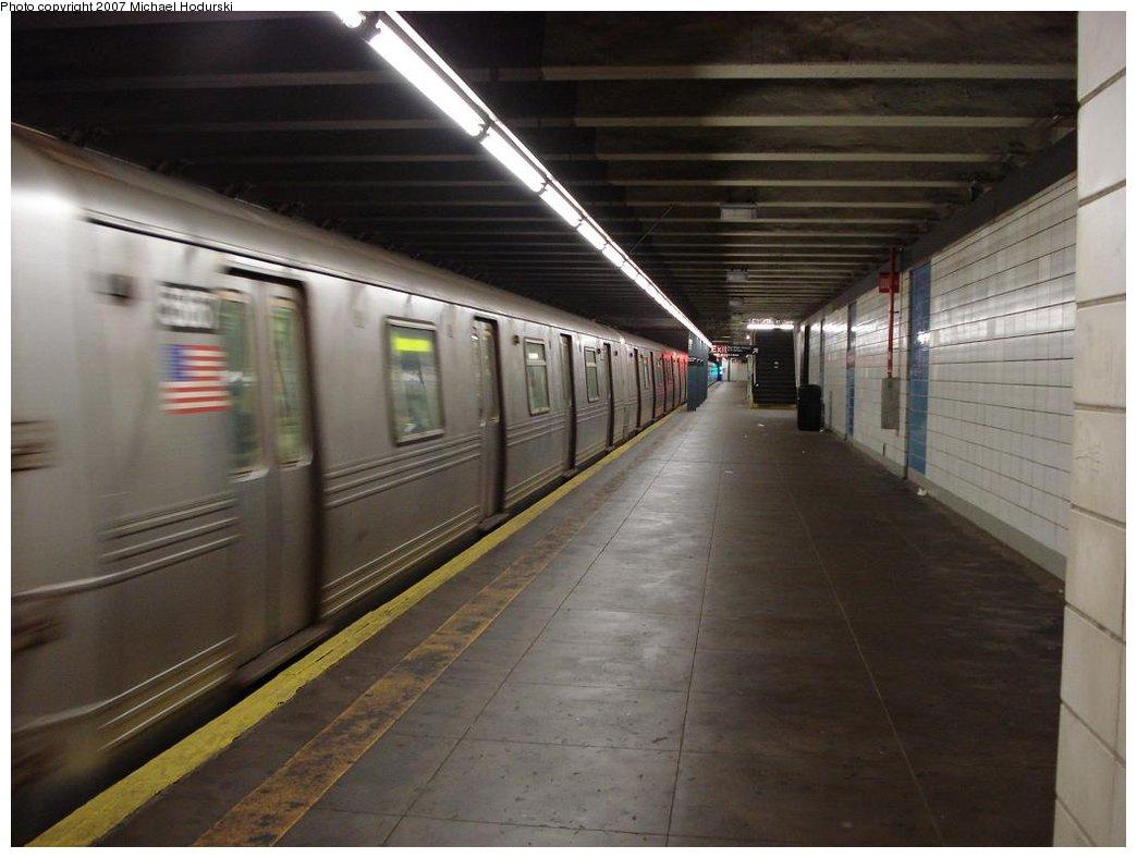 (139k, 1044x788)<br><b>Country:</b> United States<br><b>City:</b> New York<br><b>System:</b> New York City Transit<br><b>Line:</b> BMT 4th Avenue<br><b>Location:</b> Bay Ridge Avenue <br><b>Route:</b> R<br><b>Car:</b> R-46 (Pullman-Standard, 1974-75) 5867 <br><b>Photo by:</b> Michael Hodurski<br><b>Date:</b> 2/21/2007<br><b>Viewed (this week/total):</b> 0 / 4042