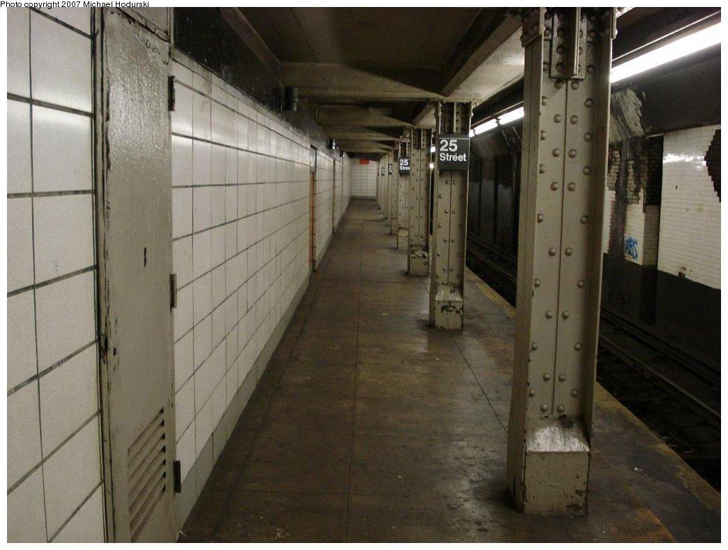 (141k, 1044x788)<br><b>Country:</b> United States<br><b>City:</b> New York<br><b>System:</b> New York City Transit<br><b>Line:</b> BMT 4th Avenue<br><b>Location:</b> 25th Street <br><b>Photo by:</b> Michael Hodurski<br><b>Date:</b> 2/22/2007<br><b>Notes:</b> Platform view with wall tile.<br><b>Viewed (this week/total):</b> 0 / 2027