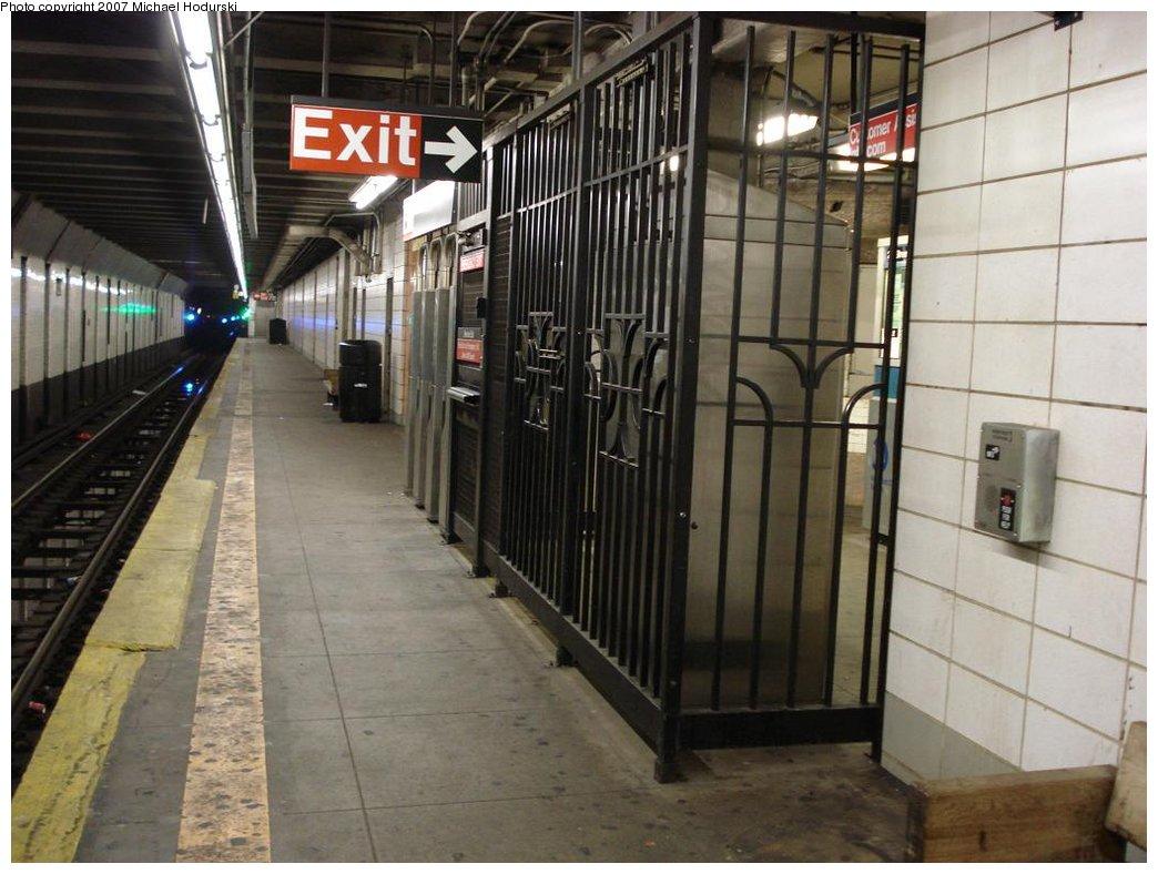 (171k, 1044x788)<br><b>Country:</b> United States<br><b>City:</b> New York<br><b>System:</b> New York City Transit<br><b>Line:</b> BMT 4th Avenue<br><b>Location:</b> 25th Street <br><b>Photo by:</b> Michael Hodurski<br><b>Date:</b> 2/22/2007<br><b>Notes:</b> Platform view.<br><b>Viewed (this week/total):</b> 0 / 2436