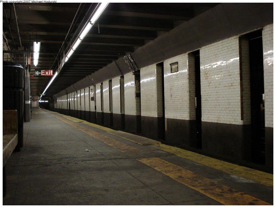 (145k, 1044x788)<br><b>Country:</b> United States<br><b>City:</b> New York<br><b>System:</b> New York City Transit<br><b>Line:</b> BMT 4th Avenue<br><b>Location:</b> 25th Street <br><b>Photo by:</b> Michael Hodurski<br><b>Date:</b> 2/22/2007<br><b>Notes:</b> Platform view.<br><b>Viewed (this week/total):</b> 0 / 1944