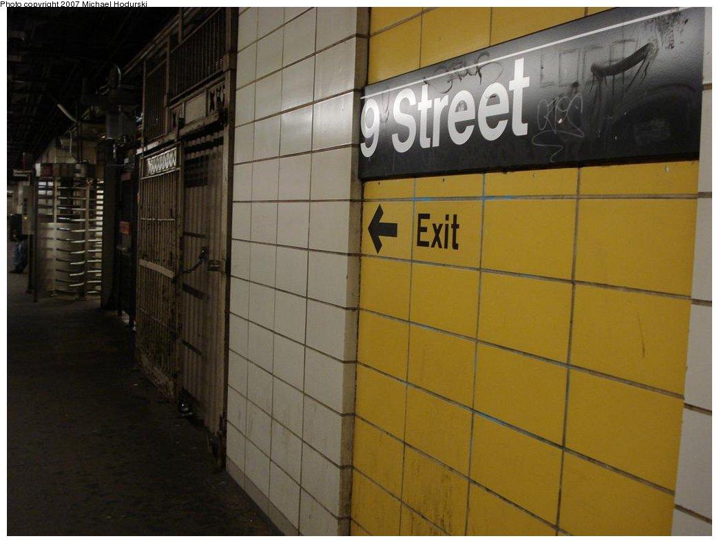 (130k, 1044x788)<br><b>Country:</b> United States<br><b>City:</b> New York<br><b>System:</b> New York City Transit<br><b>Line:</b> BMT 4th Avenue<br><b>Location:</b> 9th Street <br><b>Photo by:</b> Michael Hodurski<br><b>Date:</b> 2/22/2007<br><b>Notes:</b> Platform view, wall tile.<br><b>Viewed (this week/total):</b> 0 / 1626