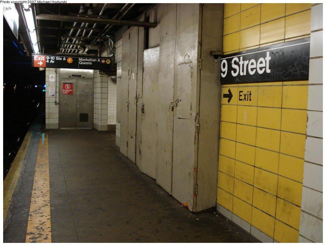 (144k, 1044x788)<br><b>Country:</b> United States<br><b>City:</b> New York<br><b>System:</b> New York City Transit<br><b>Line:</b> BMT 4th Avenue<br><b>Location:</b> 9th Street <br><b>Photo by:</b> Michael Hodurski<br><b>Date:</b> 2/22/2007<br><b>Notes:</b> Platform view, wall tile.<br><b>Viewed (this week/total):</b> 0 / 2345