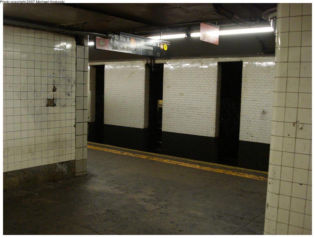 (140k, 1044x788)<br><b>Country:</b> United States<br><b>City:</b> New York<br><b>System:</b> New York City Transit<br><b>Line:</b> BMT 4th Avenue<br><b>Location:</b> 9th Street <br><b>Photo by:</b> Michael Hodurski<br><b>Date:</b> 2/22/2007<br><b>Notes:</b> Platform view.<br><b>Viewed (this week/total):</b> 0 / 2198