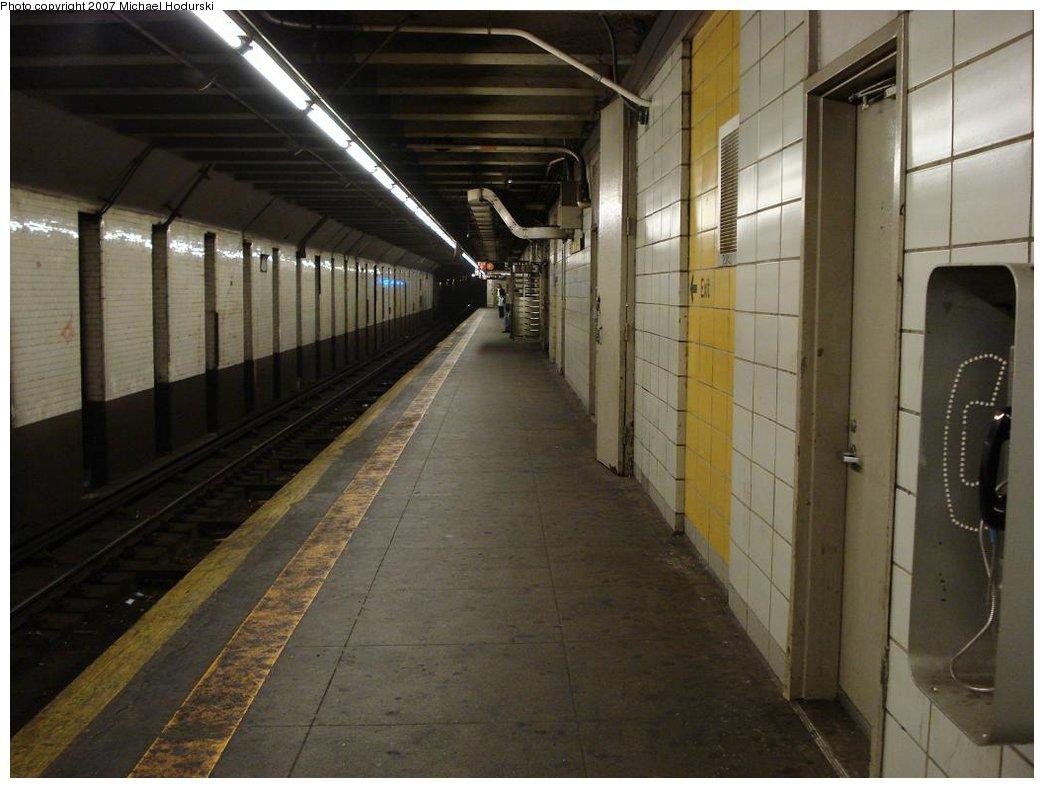 (151k, 1044x788)<br><b>Country:</b> United States<br><b>City:</b> New York<br><b>System:</b> New York City Transit<br><b>Line:</b> BMT 4th Avenue<br><b>Location:</b> 9th Street <br><b>Photo by:</b> Michael Hodurski<br><b>Date:</b> 2/22/2007<br><b>Notes:</b> Platform view.<br><b>Viewed (this week/total):</b> 0 / 1863