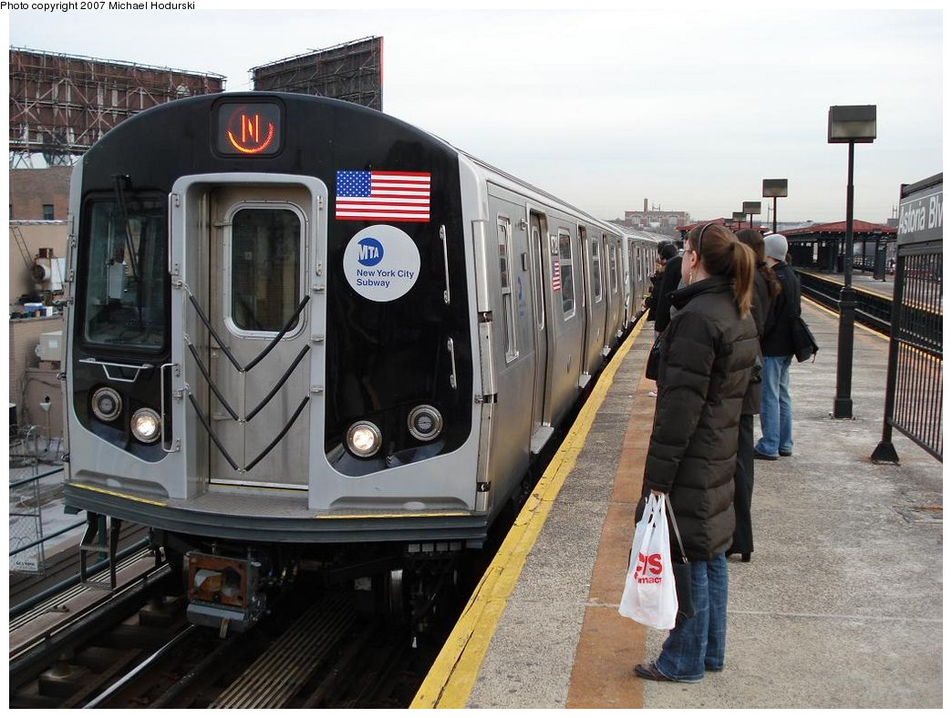 (187k, 1044x788)<br><b>Country:</b> United States<br><b>City:</b> New York<br><b>System:</b> New York City Transit<br><b>Line:</b> BMT Astoria Line<br><b>Location:</b> Astoria Boulevard/Hoyt Avenue <br><b>Route:</b> N<br><b>Car:</b> R-160B (Kawasaki, 2005-2008)  8728 <br><b>Photo by:</b> Michael Hodurski<br><b>Date:</b> 2/22/2007<br><b>Viewed (this week/total):</b> 0 / 4732