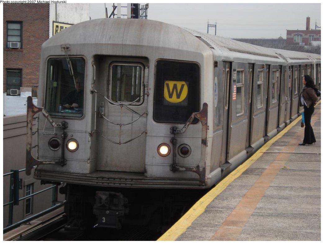 (150k, 1044x788)<br><b>Country:</b> United States<br><b>City:</b> New York<br><b>System:</b> New York City Transit<br><b>Line:</b> BMT Astoria Line<br><b>Location:</b> Astoria Boulevard/Hoyt Avenue <br><b>Route:</b> W<br><b>Car:</b> R-40M (St. Louis, 1969)  4546 <br><b>Photo by:</b> Michael Hodurski<br><b>Date:</b> 2/22/2007<br><b>Viewed (this week/total):</b> 1 / 2116