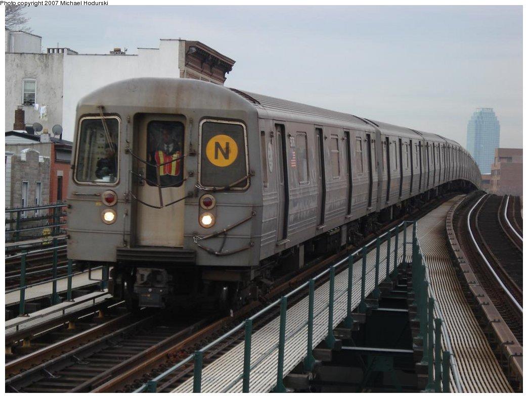(154k, 1044x788)<br><b>Country:</b> United States<br><b>City:</b> New York<br><b>System:</b> New York City Transit<br><b>Line:</b> BMT Astoria Line<br><b>Location:</b> Astoria Boulevard/Hoyt Avenue <br><b>Route:</b> N<br><b>Car:</b> R-68A (Kawasaki, 1988-1989)  5076 <br><b>Photo by:</b> Michael Hodurski<br><b>Date:</b> 2/22/2007<br><b>Viewed (this week/total):</b> 2 / 2125