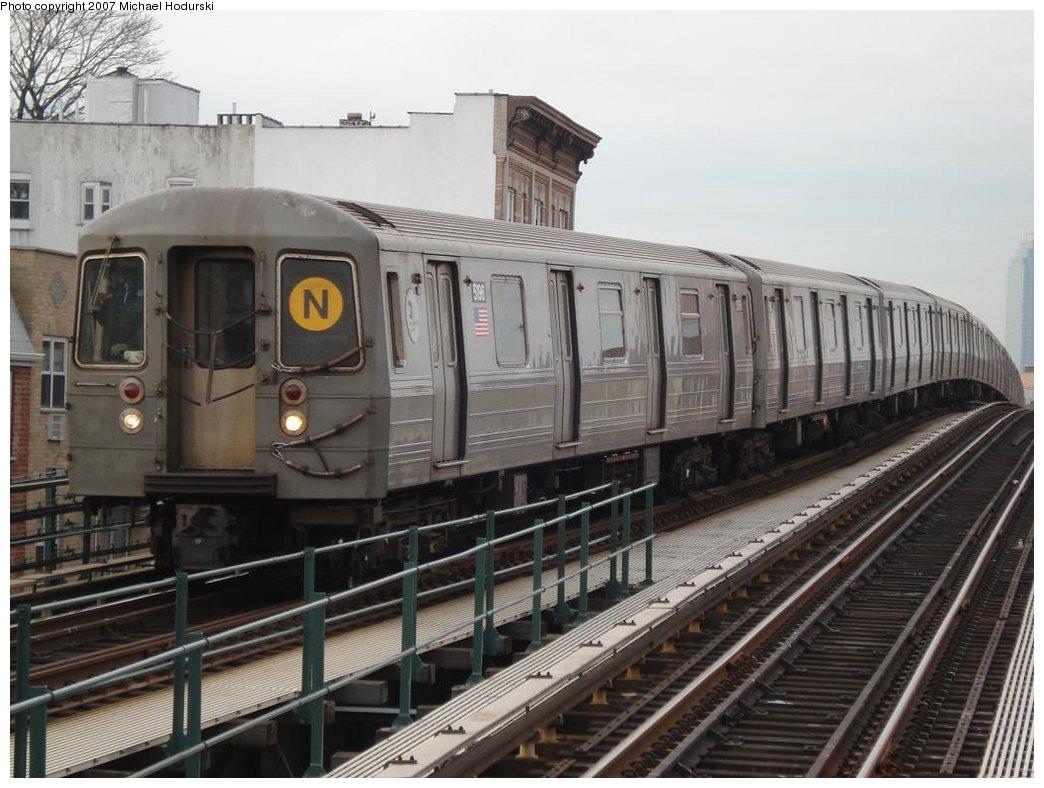 (170k, 1044x788)<br><b>Country:</b> United States<br><b>City:</b> New York<br><b>System:</b> New York City Transit<br><b>Line:</b> BMT Astoria Line<br><b>Location:</b> Astoria Boulevard/Hoyt Avenue <br><b>Route:</b> N<br><b>Car:</b> R-68A (Kawasaki, 1988-1989)  5196 <br><b>Photo by:</b> Michael Hodurski<br><b>Date:</b> 2/22/2007<br><b>Viewed (this week/total):</b> 0 / 2150