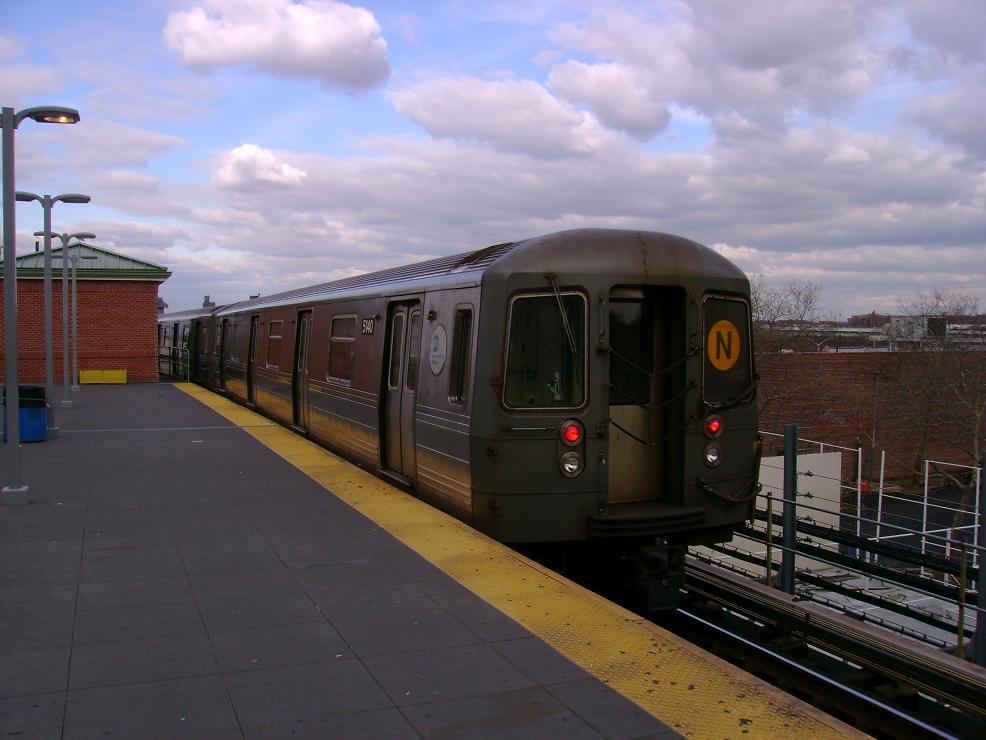 (105k, 986x740)<br><b>Country:</b> United States<br><b>City:</b> New York<br><b>System:</b> New York City Transit<br><b>Location:</b> Coney Island/Stillwell Avenue<br><b>Route:</b> N<br><b>Car:</b> R-68A (Kawasaki, 1988-1989)  5140 <br><b>Photo by:</b> Pablo Maneiro<br><b>Date:</b> 11/18/2006<br><b>Viewed (this week/total):</b> 0 / 1948
