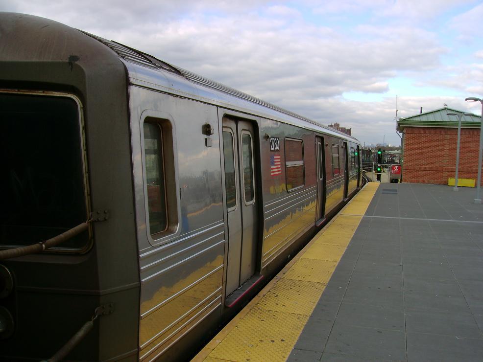 (102k, 986x740)<br><b>Country:</b> United States<br><b>City:</b> New York<br><b>System:</b> New York City Transit<br><b>Location:</b> Coney Island/Stillwell Avenue<br><b>Route:</b> N<br><b>Car:</b> R-68 (Westinghouse-Amrail, 1986-1988)  2780 <br><b>Photo by:</b> Pablo Maneiro<br><b>Date:</b> 11/18/2006<br><b>Viewed (this week/total):</b> 2 / 1612