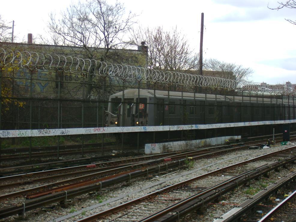 (157k, 986x740)<br><b>Country:</b> United States<br><b>City:</b> New York<br><b>System:</b> New York City Transit<br><b>Location:</b> Coney Island Yard<br><b>Car:</b> R-40 (St. Louis, 1968)   <br><b>Photo by:</b> Pablo Maneiro<br><b>Date:</b> 11/18/2006<br><b>Viewed (this week/total):</b> 0 / 1995