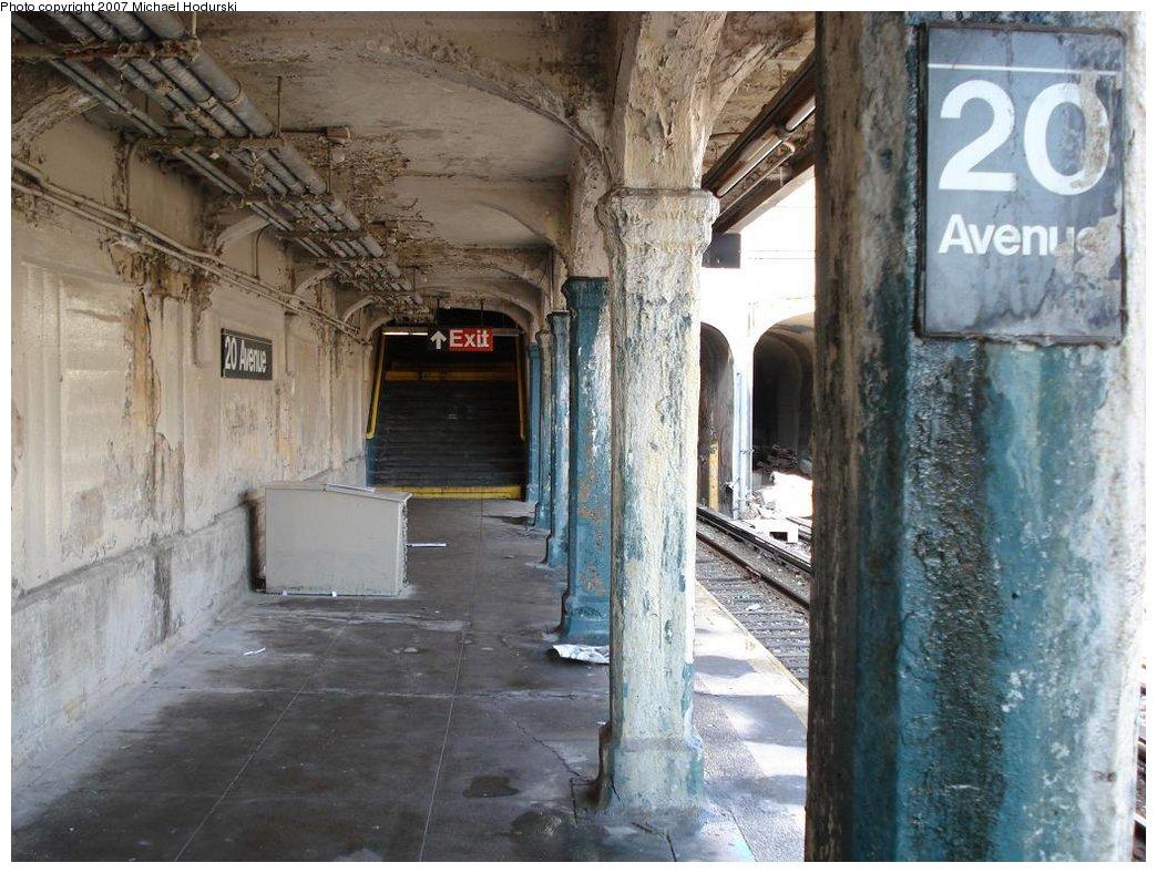 (195k, 1044x788)<br><b>Country:</b> United States<br><b>City:</b> New York<br><b>System:</b> New York City Transit<br><b>Line:</b> BMT Sea Beach Line<br><b>Location:</b> 20th Avenue <br><b>Photo by:</b> Michael Hodurski<br><b>Date:</b> 2/23/2007<br><b>Viewed (this week/total):</b> 0 / 1191