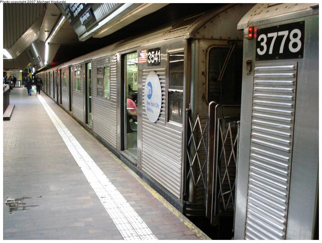(179k, 1044x788)<br><b>Country:</b> United States<br><b>City:</b> New York<br><b>System:</b> New York City Transit<br><b>Line:</b> IND Queens Boulevard Line<br><b>Location:</b> Jamaica Center/Parsons-Archer <br><b>Route:</b> E<br><b>Car:</b> R-32 (Budd, 1964)  3541 <br><b>Photo by:</b> Michael Hodurski<br><b>Date:</b> 2/23/2007<br><b>Viewed (this week/total):</b> 0 / 2355