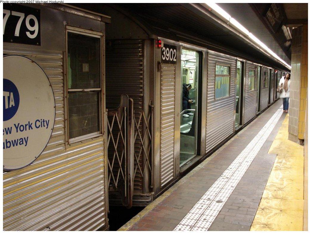 (196k, 1044x788)<br><b>Country:</b> United States<br><b>City:</b> New York<br><b>System:</b> New York City Transit<br><b>Line:</b> IND Queens Boulevard Line<br><b>Location:</b> Jamaica Center/Parsons-Archer <br><b>Route:</b> E<br><b>Car:</b> R-32 (Budd, 1964)  3902 <br><b>Photo by:</b> Michael Hodurski<br><b>Date:</b> 2/23/2007<br><b>Viewed (this week/total):</b> 0 / 2775