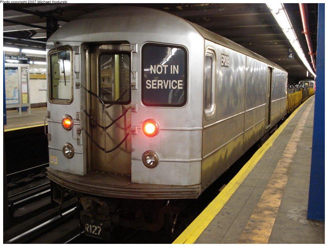 (161k, 1044x788)<br><b>Country:</b> United States<br><b>City:</b> New York<br><b>System:</b> New York City Transit<br><b>Line:</b> IND Queens Boulevard Line<br><b>Location:</b> Union Turnpike/Kew Gardens <br><b>Route:</b> Work Service<br><b>Car:</b> R-127/R-134 (Kawasaki, 1991-1996) EP009 <br><b>Photo by:</b> Michael Hodurski<br><b>Date:</b> 2/23/2007<br><b>Viewed (this week/total):</b> 2 / 2073