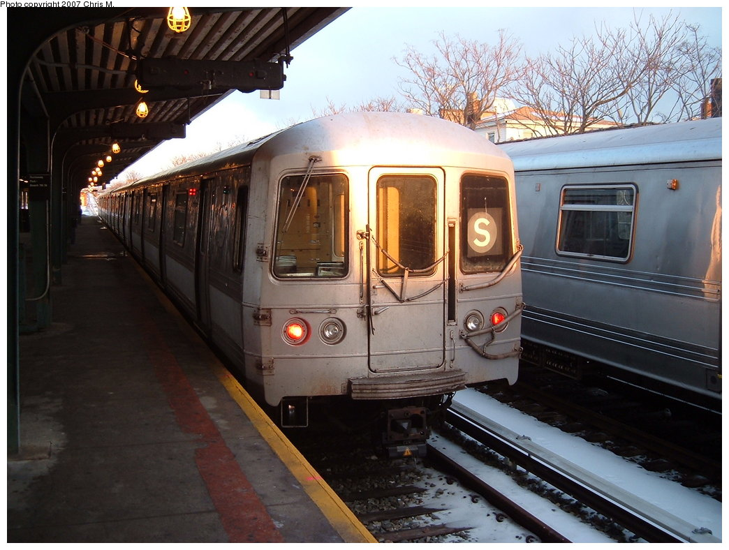 (190k, 1044x788)<br><b>Country:</b> United States<br><b>City:</b> New York<br><b>System:</b> New York City Transit<br><b>Line:</b> IND Rockaway<br><b>Location:</b> Rockaway Park/Beach 116th Street <br><b>Route:</b> S<br><b>Car:</b> R-44 (St. Louis, 1971-73) 5452 <br><b>Photo by:</b> Chris M.<br><b>Date:</b> 2/18/2007<br><b>Viewed (this week/total):</b> 1 / 1859