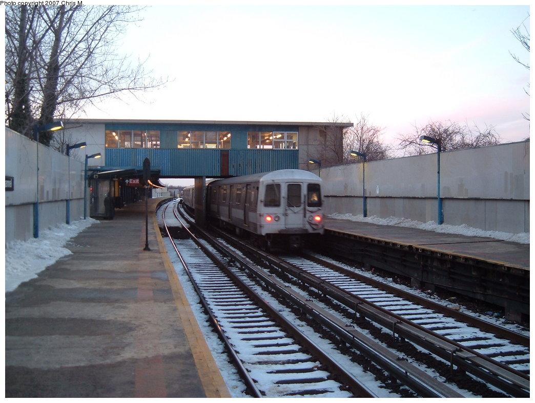 (183k, 1044x788)<br><b>Country:</b> United States<br><b>City:</b> New York<br><b>System:</b> New York City Transit<br><b>Line:</b> IND Rockaway<br><b>Location:</b> Broad Channel <br><b>Route:</b> A<br><b>Car:</b> R-44 (St. Louis, 1971-73)  <br><b>Photo by:</b> Chris M.<br><b>Date:</b> 2/18/2007<br><b>Viewed (this week/total):</b> 2 / 2237