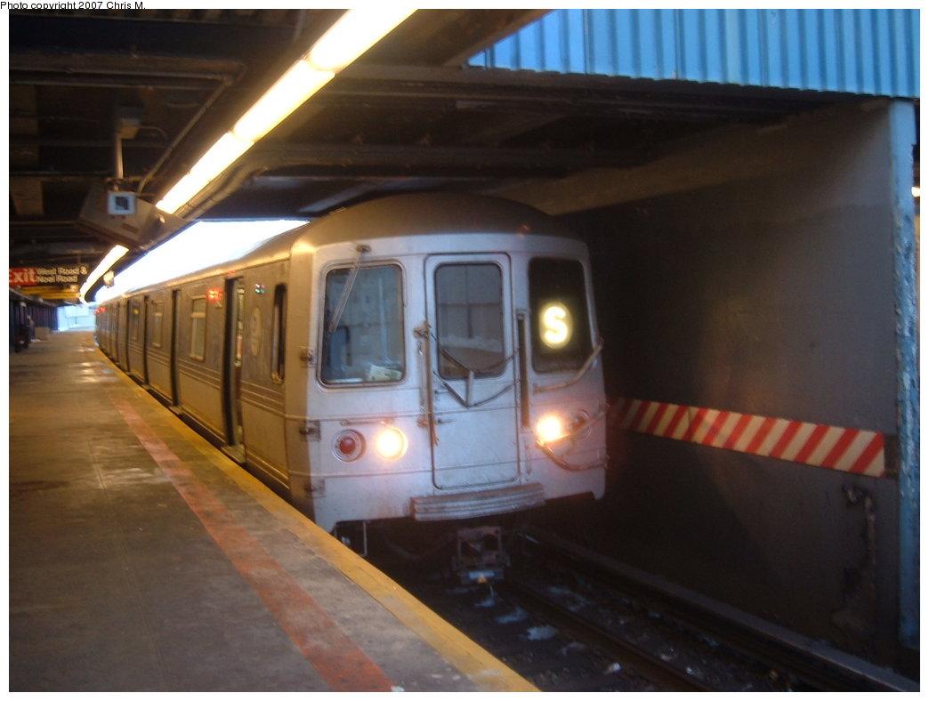(129k, 1044x788)<br><b>Country:</b> United States<br><b>City:</b> New York<br><b>System:</b> New York City Transit<br><b>Line:</b> IND Rockaway<br><b>Location:</b> Broad Channel <br><b>Route:</b> S<br><b>Car:</b> R-44 (St. Louis, 1971-73) 5452 <br><b>Photo by:</b> Chris M.<br><b>Date:</b> 2/18/2007<br><b>Viewed (this week/total):</b> 0 / 2346