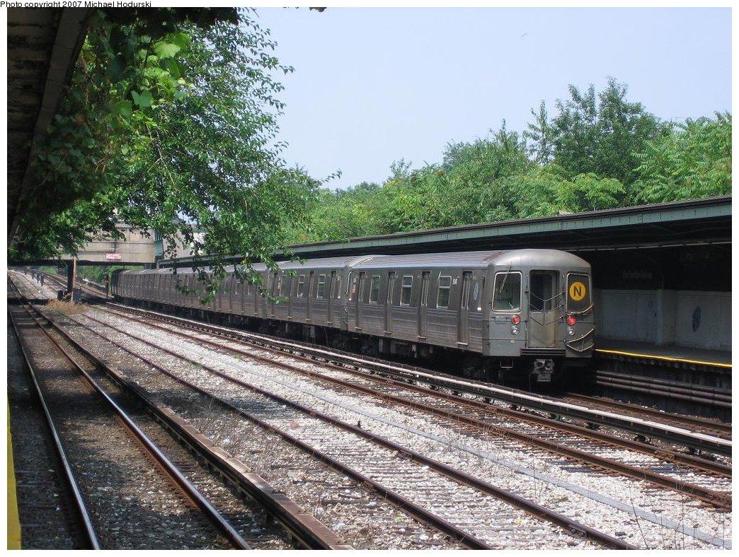(268k, 1044x788)<br><b>Country:</b> United States<br><b>City:</b> New York<br><b>System:</b> New York City Transit<br><b>Line:</b> BMT Sea Beach Line<br><b>Location:</b> Fort Hamilton Parkway <br><b>Route:</b> N<br><b>Car:</b> R-68A (Kawasaki, 1988-1989)  5048 <br><b>Photo by:</b> Michael Hodurski<br><b>Date:</b> 7/25/2006<br><b>Viewed (this week/total):</b> 0 / 2117