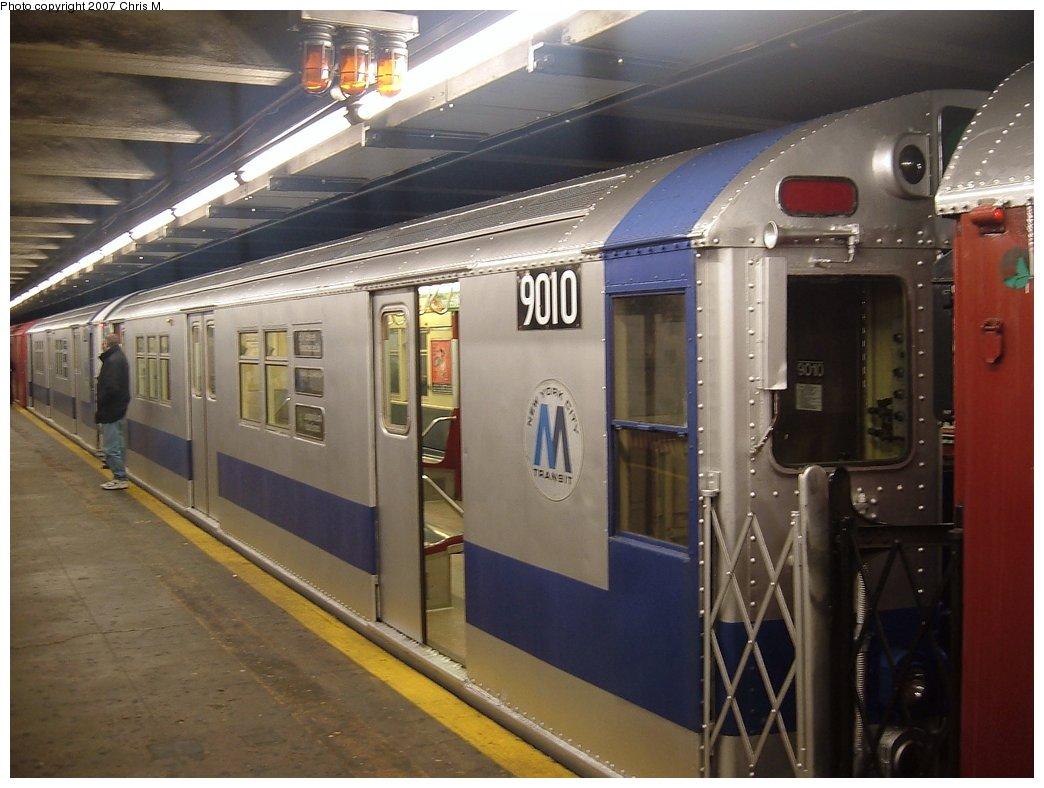 (143k, 1044x788)<br><b>Country:</b> United States<br><b>City:</b> New York<br><b>System:</b> New York City Transit<br><b>Line:</b> IRT Woodlawn Line<br><b>Location:</b> 149th Street/Grand Concourse <br><b>Route:</b> Fan Trip<br><b>Car:</b> R-33 Main Line (St. Louis, 1962-63) 9010 <br><b>Photo by:</b> Chris M.<br><b>Date:</b> 2/26/2005<br><b>Viewed (this week/total):</b> 1 / 2861