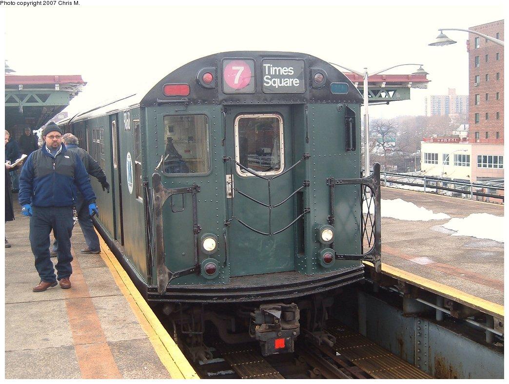 (172k, 1044x788)<br><b>Country:</b> United States<br><b>City:</b> New York<br><b>System:</b> New York City Transit<br><b>Line:</b> IRT Pelham Line<br><b>Location:</b> East 177th Street/Parkchester <br><b>Route:</b> Fan Trip<br><b>Car:</b> R-33 Main Line (St. Louis, 1962-63) 9068 <br><b>Photo by:</b> Chris M.<br><b>Date:</b> 2/26/2005<br><b>Viewed (this week/total):</b> 2 / 3070
