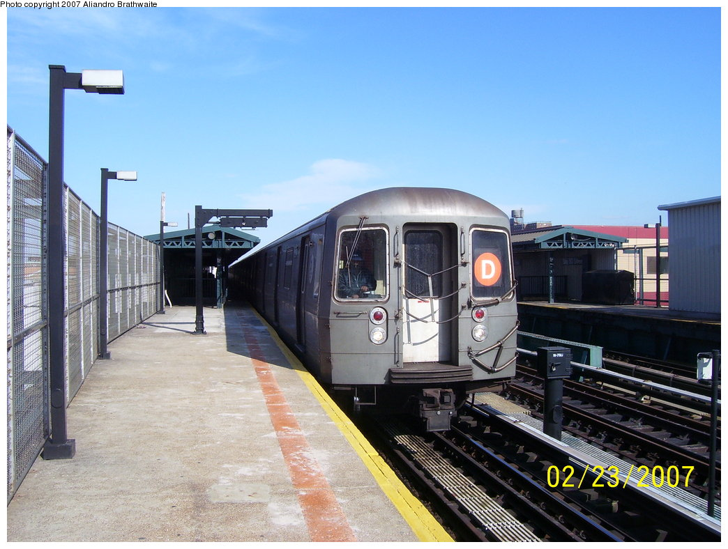 (188k, 1044x788)<br><b>Country:</b> United States<br><b>City:</b> New York<br><b>System:</b> New York City Transit<br><b>Line:</b> BMT West End Line<br><b>Location:</b> Bay 50th Street <br><b>Route:</b> D<br><b>Car:</b> R-68 (Westinghouse-Amrail, 1986-1988)  2902 <br><b>Photo by:</b> Aliandro Brathwaite<br><b>Date:</b> 2/23/2007<br><b>Viewed (this week/total):</b> 0 / 2125