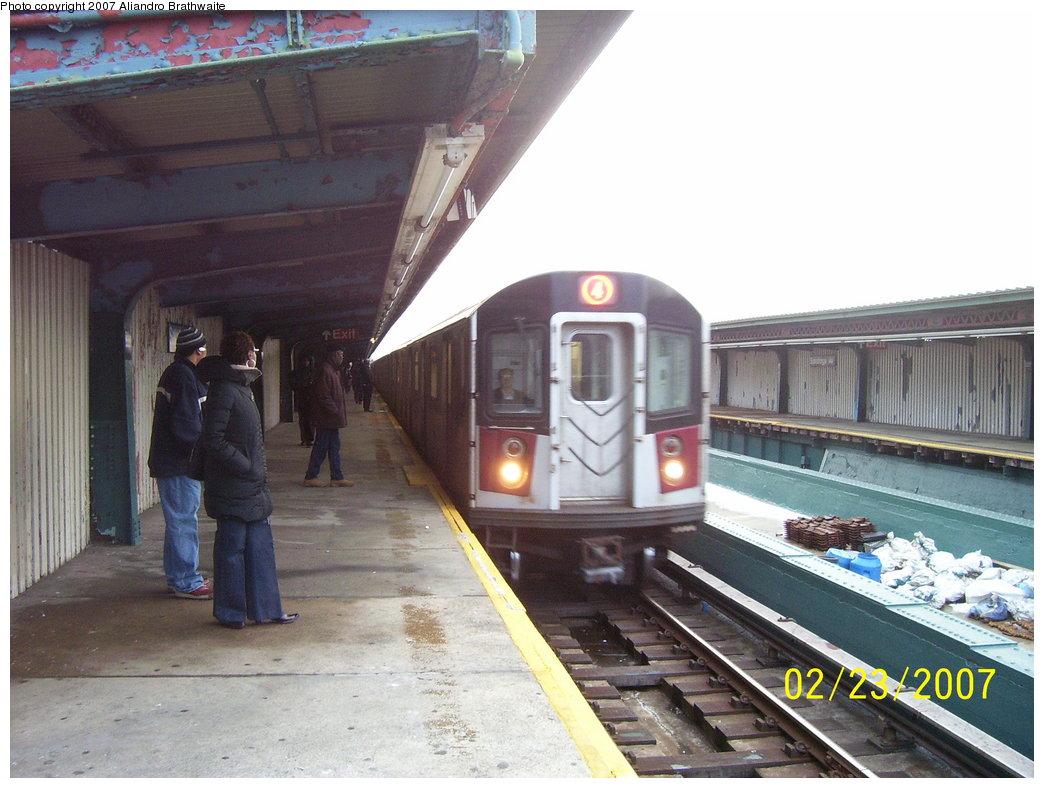 (172k, 1044x788)<br><b>Country:</b> United States<br><b>City:</b> New York<br><b>System:</b> New York City Transit<br><b>Line:</b> IRT Brooklyn Line<br><b>Location:</b> Saratoga Avenue <br><b>Route:</b> 4<br><b>Car:</b> R-142A (Supplemental Order, Kawasaki, 2003-2004)  7735 <br><b>Photo by:</b> Aliandro Brathwaite<br><b>Date:</b> 2/23/2007<br><b>Viewed (this week/total):</b> 0 / 3120