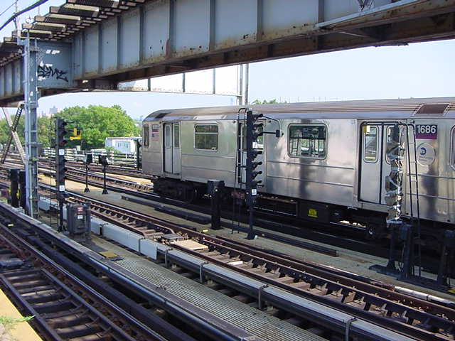 (59k, 640x480)<br><b>Country:</b> United States<br><b>City:</b> New York<br><b>System:</b> New York City Transit<br><b>Line:</b> IRT Flushing Line<br><b>Location:</b> 111th Street <br><b>Route:</b> 7<br><b>Car:</b> R-62A (Bombardier, 1984-1987)  1686 <br><b>Photo by:</b> Salaam Allah<br><b>Date:</b> 9/21/2002<br><b>Viewed (this week/total):</b> 0 / 5061