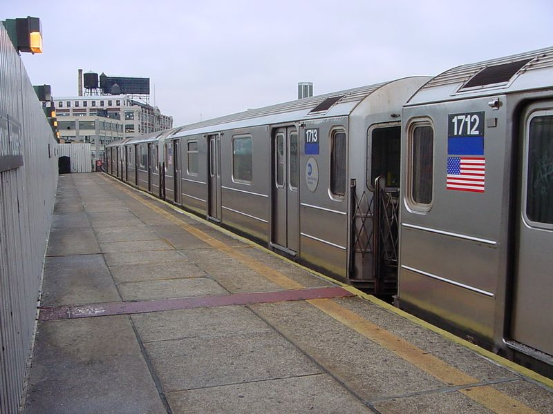 (82k, 800x600)<br><b>Country:</b> United States<br><b>City:</b> New York<br><b>System:</b> New York City Transit<br><b>Line:</b> IRT Flushing Line<br><b>Location:</b> Court House Square/45th Road <br><b>Route:</b> 7<br><b>Car:</b> R-62A (Bombardier, 1984-1987)  1713 <br><b>Photo by:</b> Salaam Allah<br><b>Date:</b> 9/27/2002<br><b>Viewed (this week/total):</b> 1 / 4436