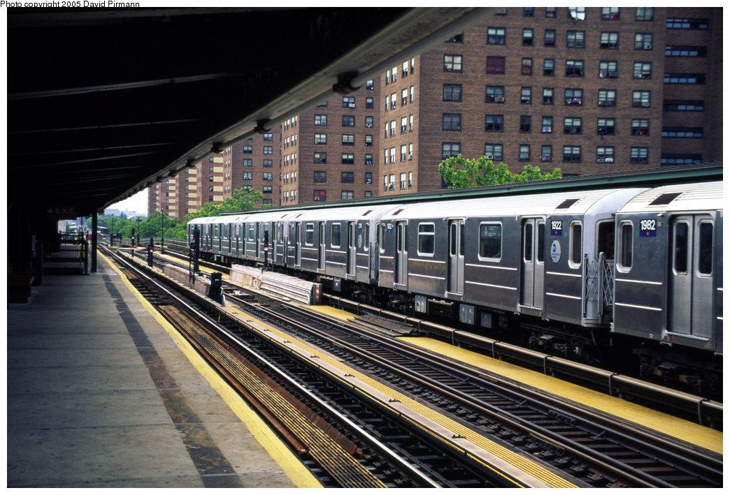 (231k, 1044x709)<br><b>Country:</b> United States<br><b>City:</b> New York<br><b>System:</b> New York City Transit<br><b>Line:</b> IRT Brooklyn Line<br><b>Location:</b> Junius Street <br><b>Route:</b> 3<br><b>Car:</b> R-62A (Bombardier, 1984-1987)  1922 <br><b>Photo by:</b> David Pirmann<br><b>Date:</b> 7/21/1999<br><b>Viewed (this week/total):</b> 1 / 4089