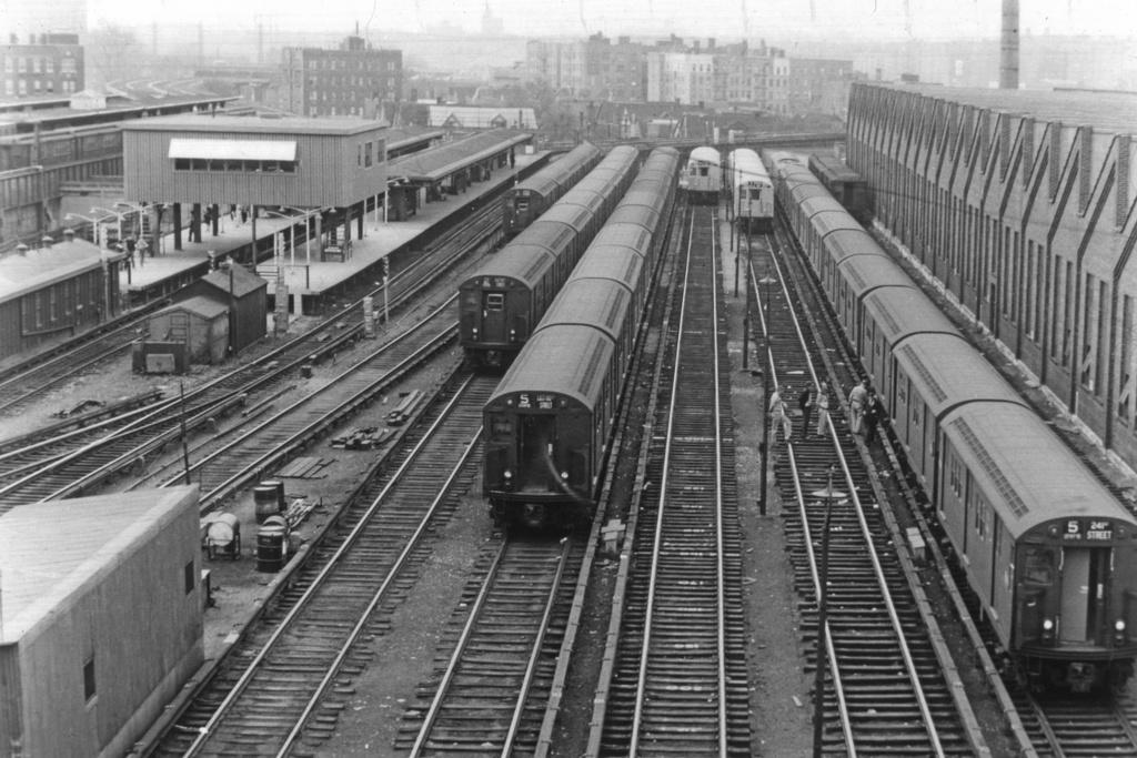 (316k, 1044x710)<br><b>Country:</b> United States<br><b>City:</b> New York<br><b>System:</b> New York City Transit<br><b>Location:</b> East 180th Street Yard<br><b>Collection of:</b> David Pirmann<br><b>Viewed (this week/total):</b> 1 / 3496