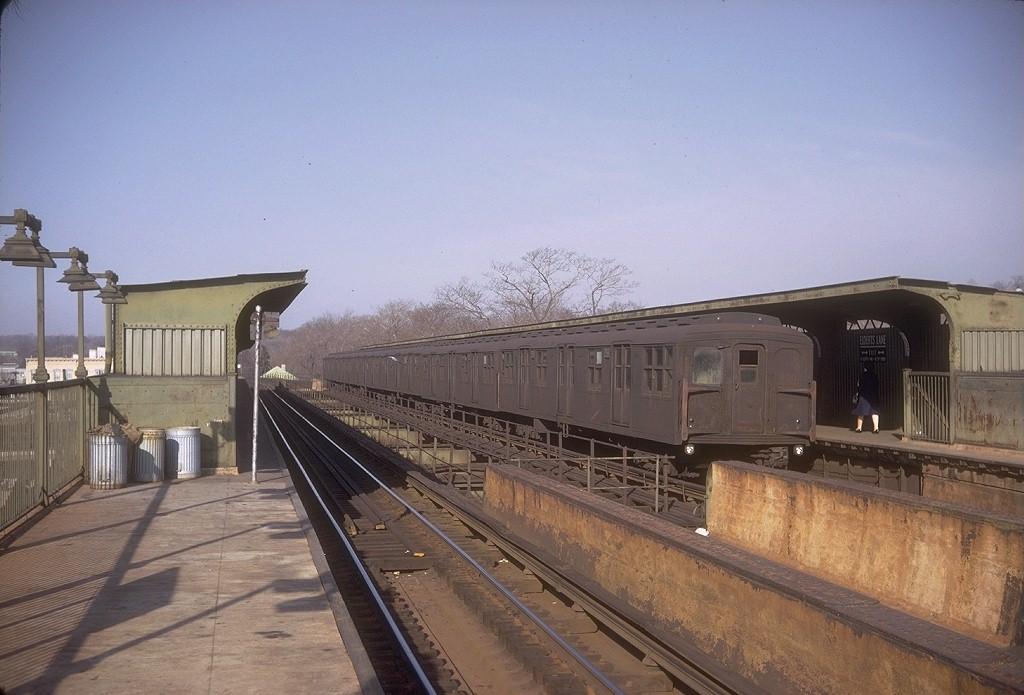(174k, 1024x695)<br><b>Country:</b> United States<br><b>City:</b> New York<br><b>System:</b> New York City Transit<br><b>Line:</b> BMT Nassau Street/Jamaica Line<br><b>Location:</b> 75th Street/Elderts Lane <br><b>Route:</b> J<br><b>Car:</b> BMT A/B-Type Standard 2561 <br><b>Photo by:</b> Doug Grotjahn<br><b>Collection of:</b> Joe Testagrose<br><b>Date:</b> 4/9/1968<br><b>Viewed (this week/total):</b> 1 / 4333