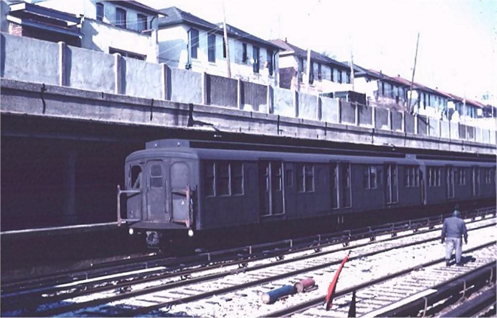 (155k, 1024x656)<br><b>Country:</b> United States<br><b>City:</b> New York<br><b>System:</b> New York City Transit<br><b>Line:</b> BMT Sea Beach Line<br><b>Location:</b> Bay Parkway (22nd Avenue) <br><b>Route:</b> N<br><b>Car:</b> BMT A/B-Type Standard 2674 <br><b>Photo by:</b> Joel Shanus<br><b>Collection of:</b> Joe Testagrose<br><b>Date:</b> 1/22/1963<br><b>Viewed (this week/total):</b> 0 / 3108
