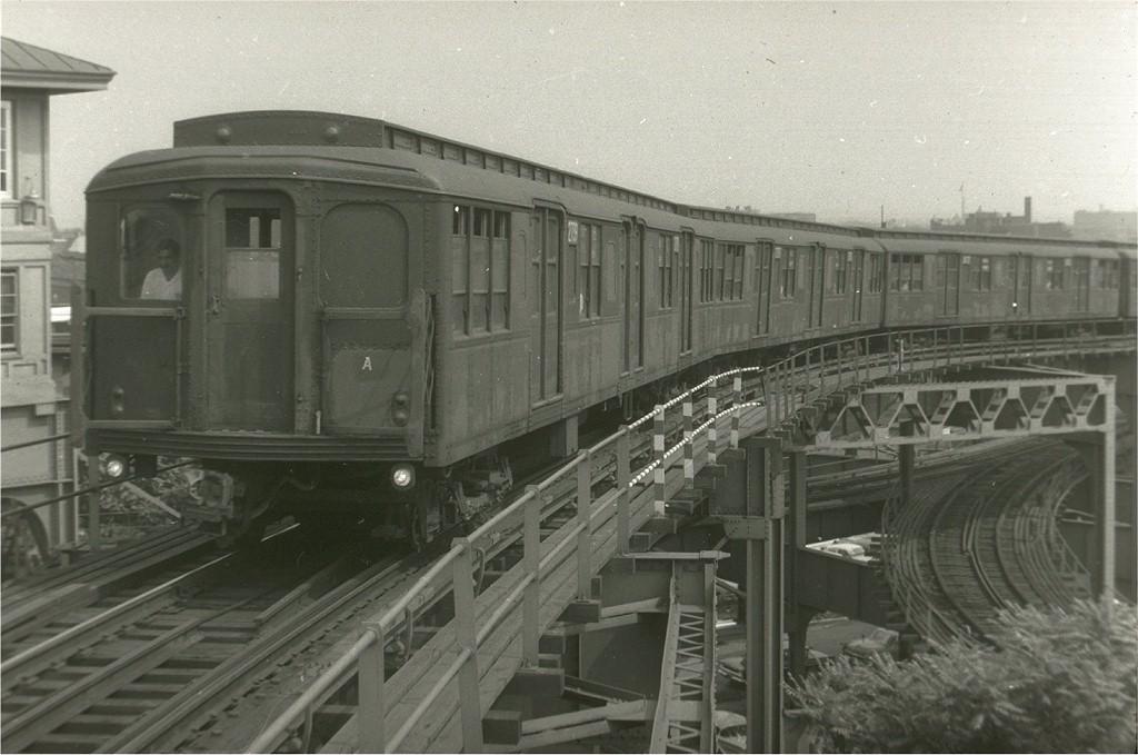 (165k, 1024x679)<br><b>Country:</b> United States<br><b>City:</b> New York<br><b>System:</b> New York City Transit<br><b>Line:</b> BMT Canarsie Line<br><b>Location:</b> Broadway Junction <br><b>Car:</b> BMT A/B-Type Standard 2739 <br><b>Photo by:</b> Harry Pinsker<br><b>Date:</b> 6/1962<br><b>Viewed (this week/total):</b> 0 / 3323