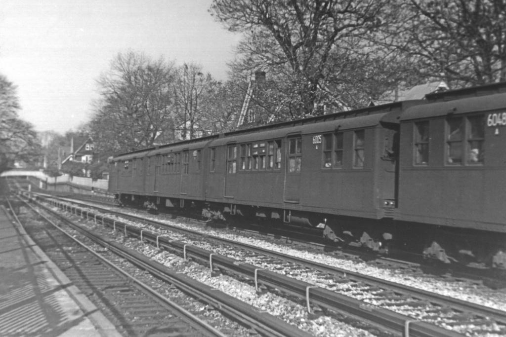 (229k, 1024x690)<br><b>Country:</b> United States<br><b>City:</b> New York<br><b>System:</b> New York City Transit<br><b>Line:</b> BMT Brighton Line<br><b>Location:</b> Avenue H <br><b>Car:</b> BMT D-Type Triplex 6005 <br><b>Collection of:</b> Joe Testagrose<br><b>Viewed (this week/total):</b> 1 / 2908