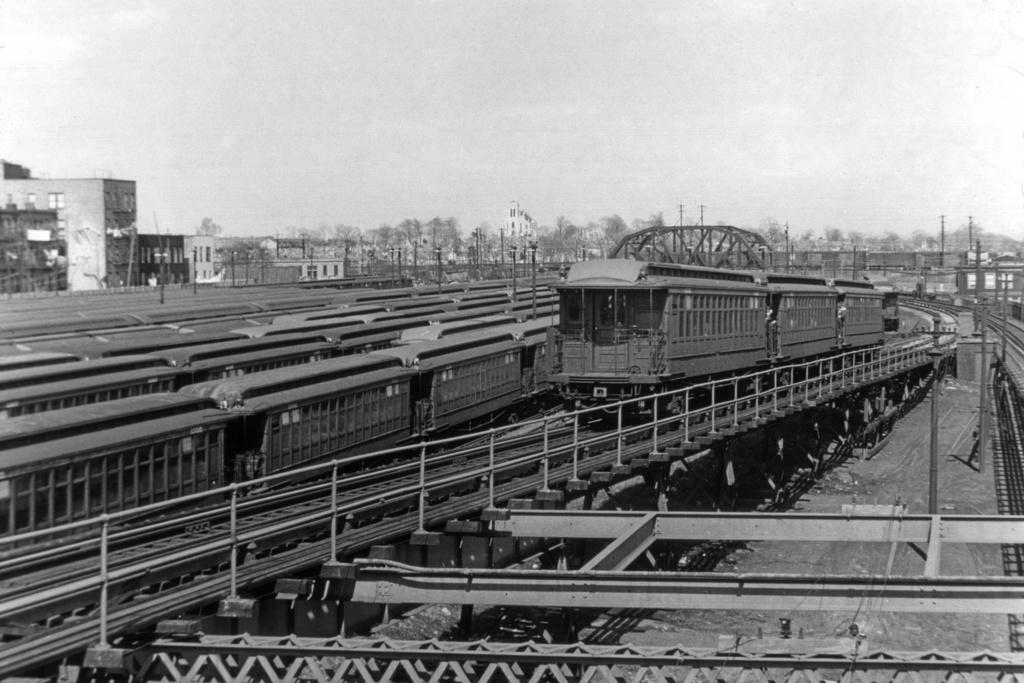 (277k, 1044x704)<br><b>Country:</b> United States<br><b>City:</b> New York<br><b>System:</b> New York City Transit<br><b>Line:</b> BMT Myrtle Avenue Line<br><b>Location:</b> Fresh Pond Road <br><b>Route:</b> MJ<br><b>Car:</b> BMT Elevated Gate Car  <br><b>Collection of:</b> David Pirmann<br><b>Viewed (this week/total):</b> 5 / 3823