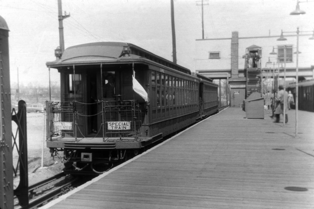 (243k, 1044x707)<br><b>Country:</b> United States<br><b>City:</b> New York<br><b>System:</b> New York City Transit<br><b>Line:</b> BMT Canarsie Line<br><b>Location:</b> Rockaway Parkway <br><b>Car:</b> BMT Elevated Gate Car 1382 <br><b>Collection of:</b> David Pirmann<br><b>Viewed (this week/total):</b> 0 / 3752