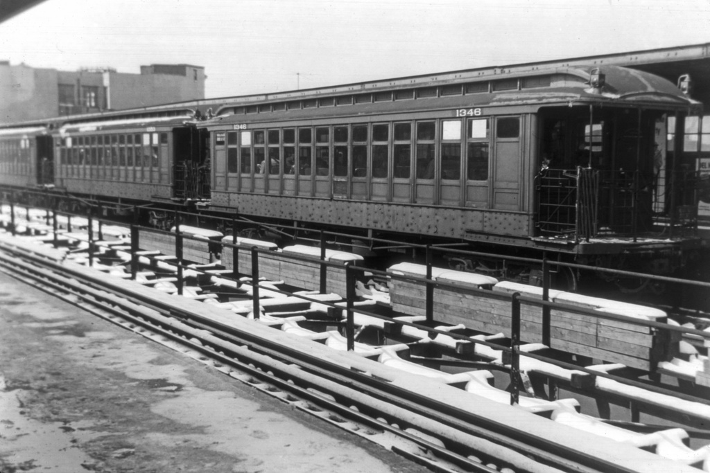 (264k, 1044x707)<br><b>Country:</b> United States<br><b>City:</b> New York<br><b>System:</b> New York City Transit<br><b>Line:</b> BMT Myrtle Avenue Line<br><b>Location:</b> Knickerbocker Avenue <br><b>Car:</b> BMT Elevated Gate Car 1346 <br><b>Collection of:</b> David Pirmann<br><b>Viewed (this week/total):</b> 3 / 3506