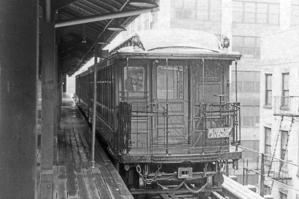 (276k, 1044x708)<br><b>Country:</b> United States<br><b>City:</b> New York<br><b>System:</b> New York City Transit<br><b>Line:</b> BMT Myrtle Avenue Line<br><b>Location:</b> Bridge/Jay Street <br><b>Route:</b> MJ<br><b>Car:</b> BMT Elevated Gate Car  <br><b>Collection of:</b> David Pirmann<br><b>Viewed (this week/total):</b> 6 / 5808